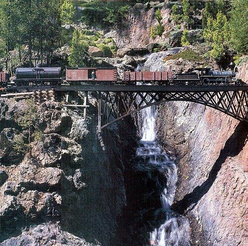 A spectacular setting for a garden railway in the for Garden railway designs
